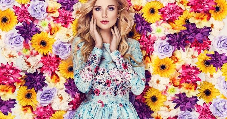 Sukienki w kwiaty – z czym je nosić?