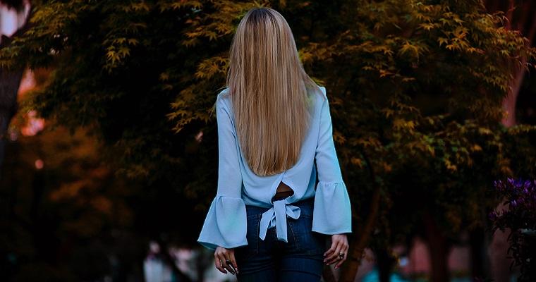 Niebieska koszula damska – ciekawe modele