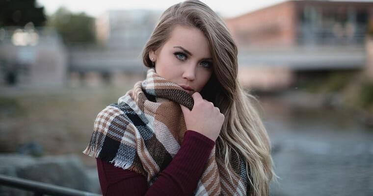 Ciepłe szale damskie zimowe – wybierz swój model
