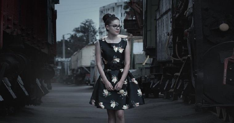 Nowe sukienki koktajlowe: modne fasony