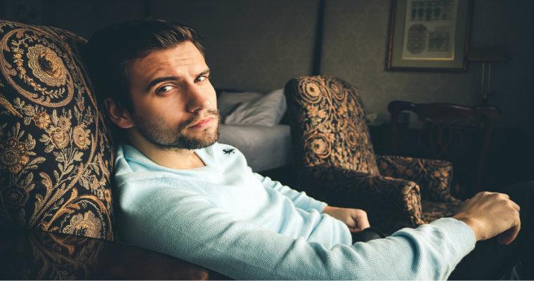 Bluzki męskie na zimę – co warto kupić?
