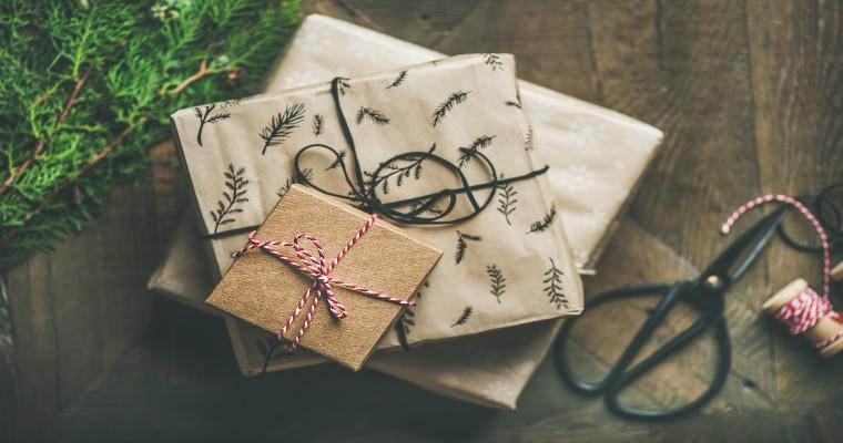 Świąteczne prezenty dla mężczyzn – modne ubrania i dodatki