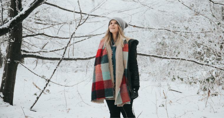 Modne akcesoria zimowe – przegląd trendów