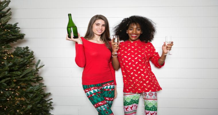 Ubrania ze świątecznymi motywami – najlepsze modele