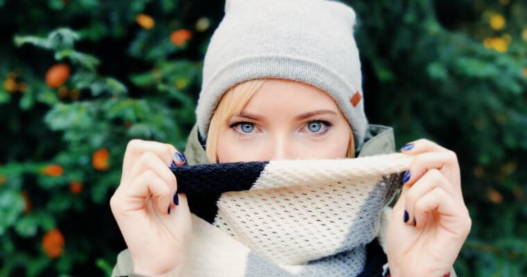 Akcesoria zimowe damskie – przegląd najnowszych trendów