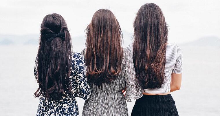 Fryzura na studniówkę: kosmetyki do włosów