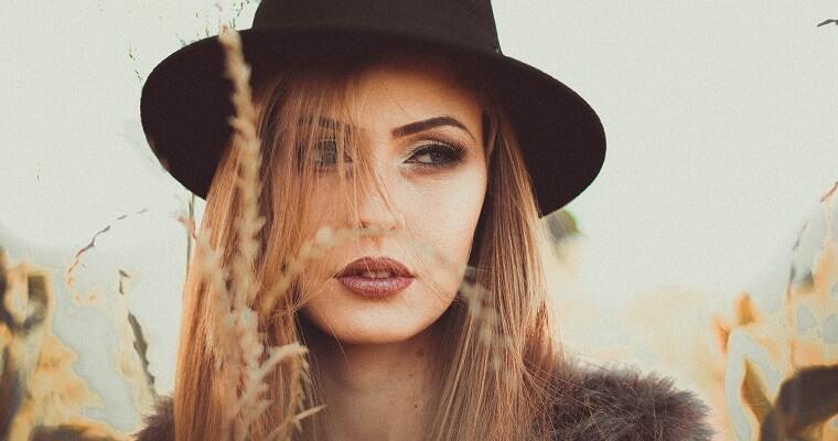 Kapelusz damski – stylowy dodatek do stylizacji