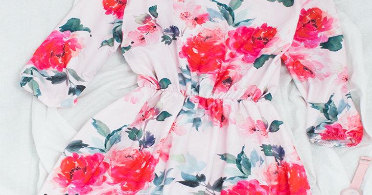 Sukienki w kolorowe kwiaty – hit wiosny