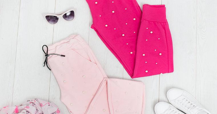 Pastelowe spodnie – jak je nosić, by wyglądać modnie?