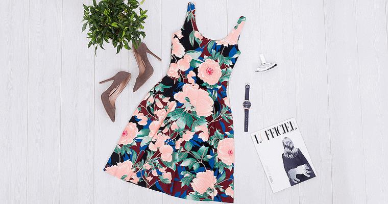 Sukienki w kwiaty na lato: ciekawe modele