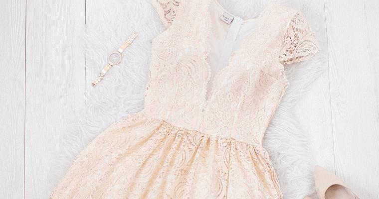 Sukienki na poprawiny – jakie najlepiej wybierać?