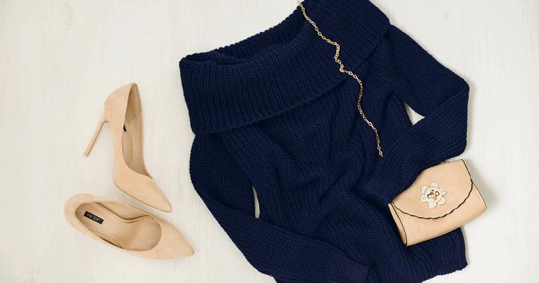 Swetry z odkrytymi ramionami czy klasyczne: jakie wybierać?
