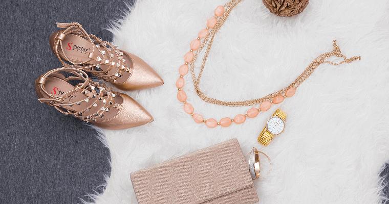 Biżuteria w kolorze butów – czy to nadal modne?