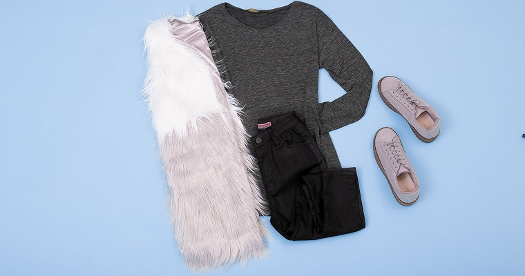 Stylizacja tygodnia: kamizelka futrzana z ubraniami basic