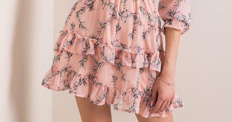 Sukienka z falbaną – modne propozycje