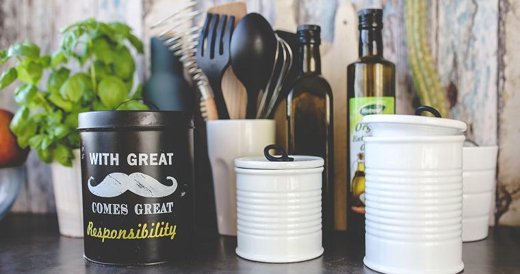 Akcesoria do kuchni – modne i niedrogie