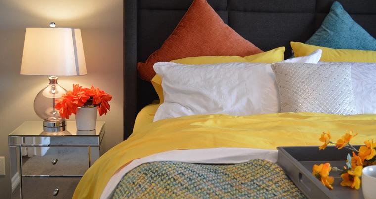 Modna sypialnia – stylowe dodatki do wnętrza