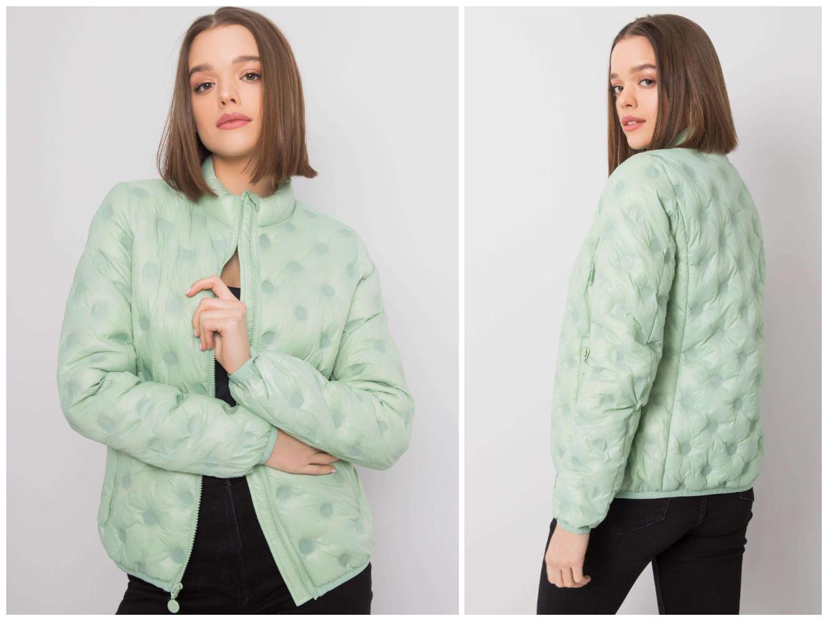 Przejściowe kurtki damskie – sprawdź co założyć