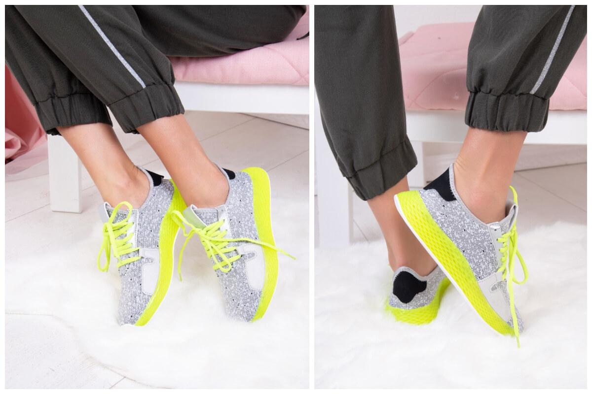 Modelka prezentuje miękkie buty sportowe na wysokiej podeszwie