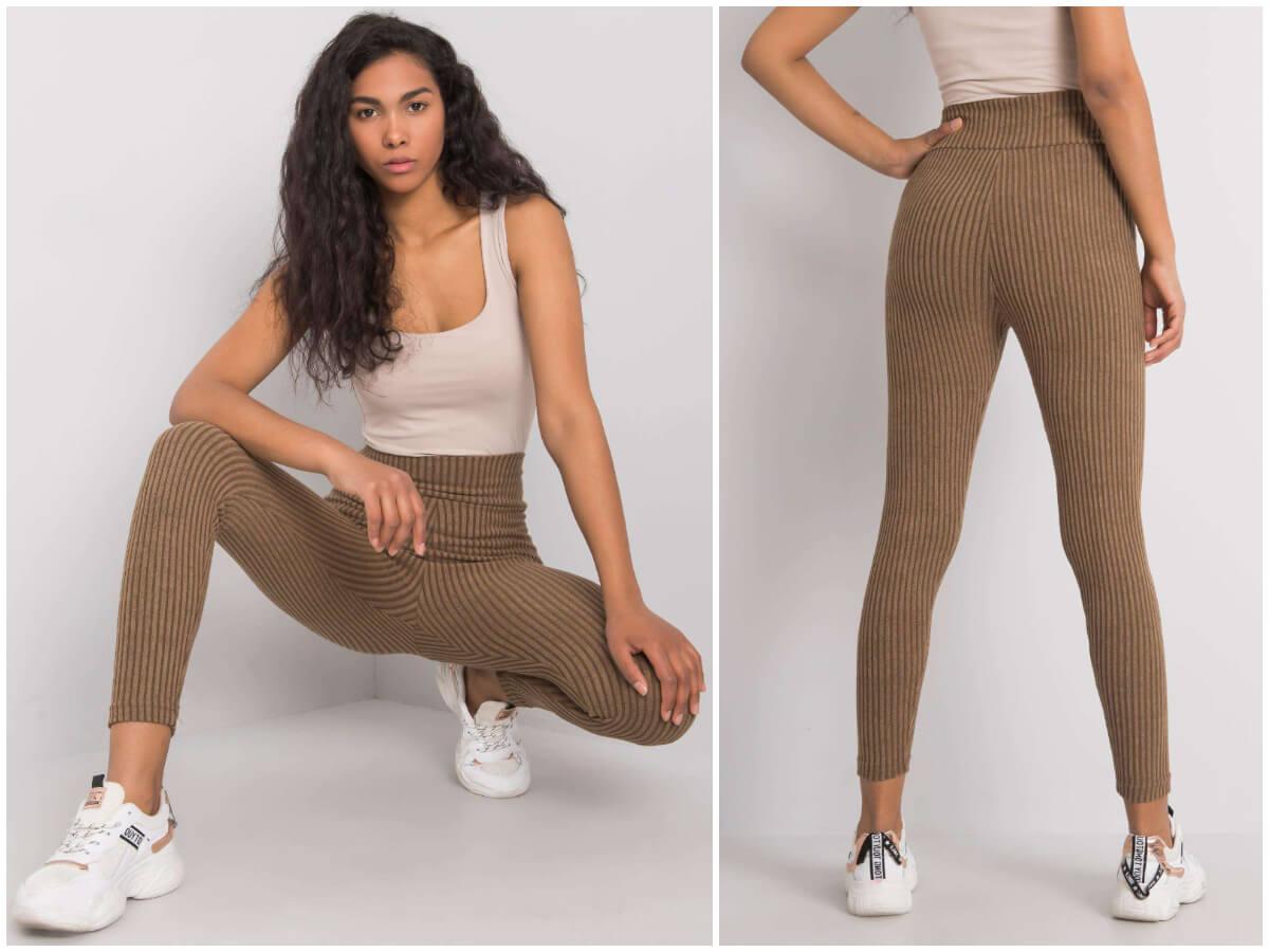 Modelka prezentuje legginsy damskie z wysokim stanem. Na pierwszym zdjęciu kuca, na drugim stoi tyłem do obiektywu.