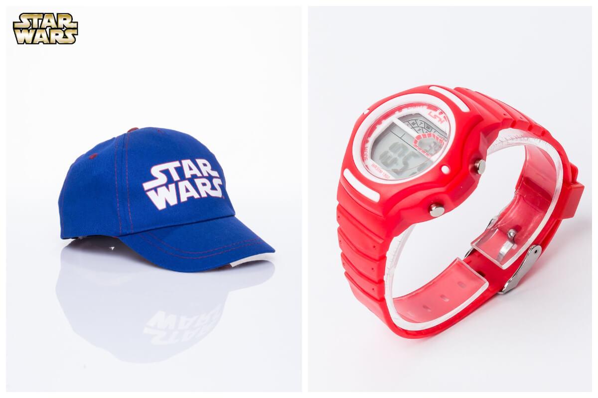 Niebieska czapka z daszkiem i czerwony zegarek dla chłopca ze sklepu eButik.pl to świetne prezenty na Dzień Dziecka