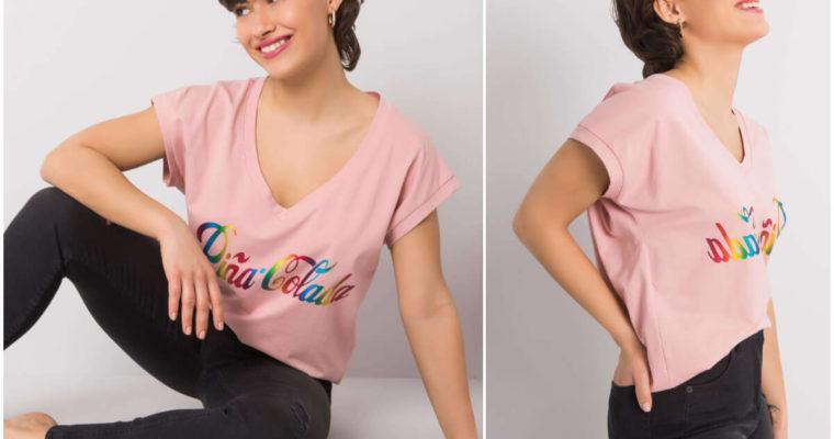 T-shirty z napisami – top 5 stylizacji