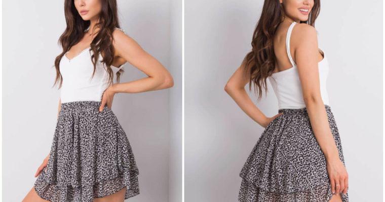 Spódnica mini – komu pasuje i kiedy ją nosić?