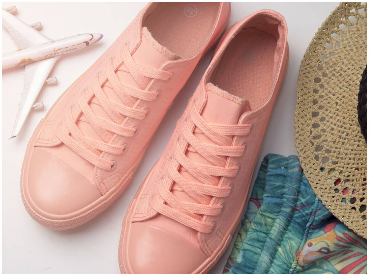 Damskie buty na lato na zdjęciu zrobionym od góry
