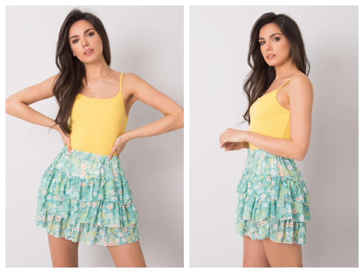 Spódnica w kwiaty – niezbędna w letnich stylizacjach