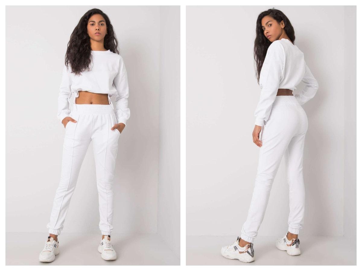 Dwuczęściowy komplet damski w kolorze białym ze spodniami i krótką bluzą