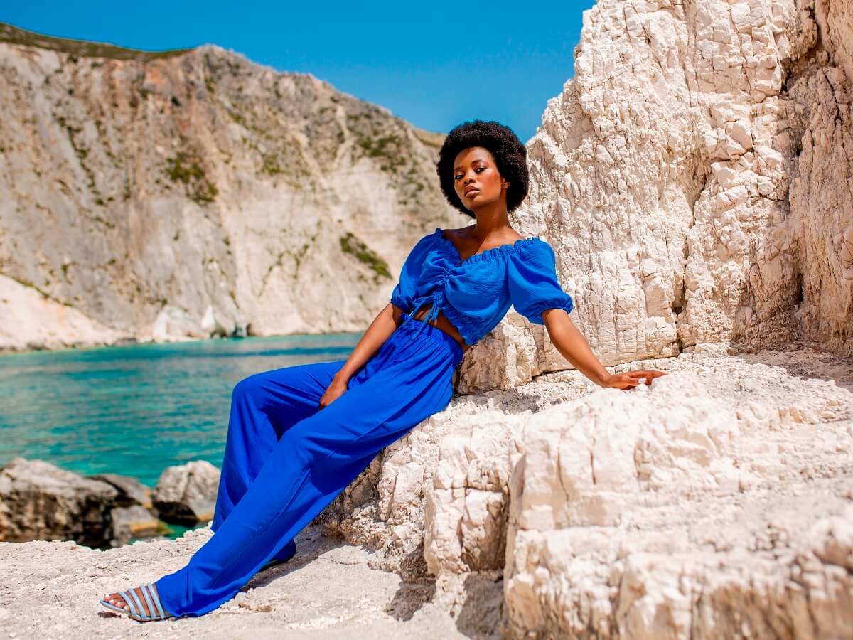 Kolor niebieski w stylizacjach na lato – zainspiruj się!