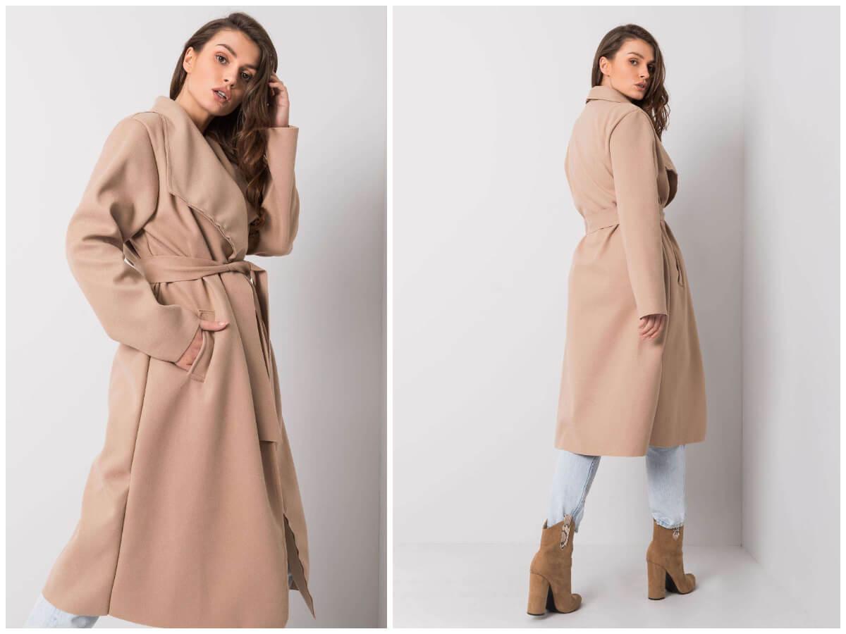 Beżowy długi płaszcz damski z paskiem